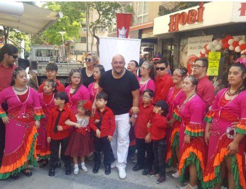 Ege Bölgesi Başkanı F.Serdar Tüzün çocuklarla